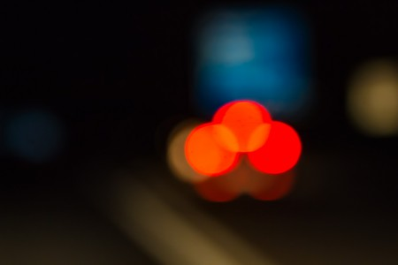 Nachtfotografie: Aufnahme fahrender Autos auf der Autobahn