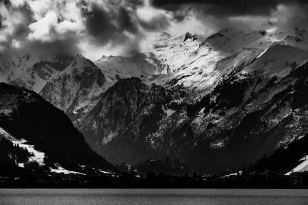 Landschaftsfotografie: Zell am See mit dramatischen Wolkenformationen über den Alpen