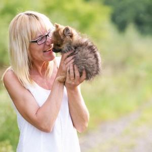 Tierfotografie rund um Basel: Fotoshooting mit der kleinen Mia und Annette