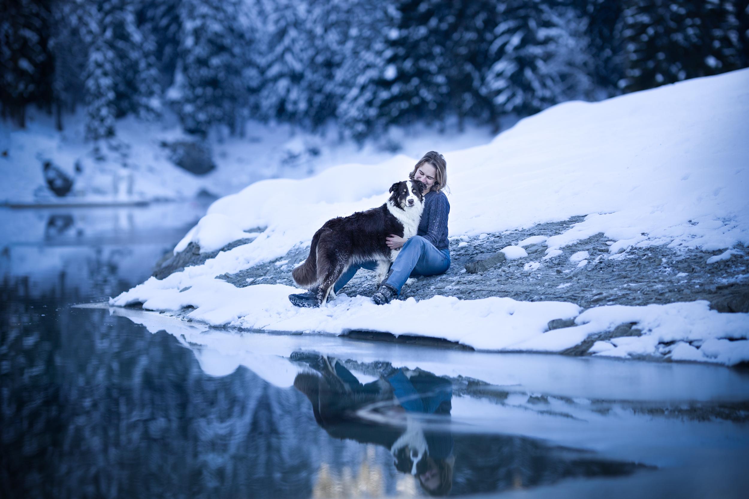 Australian Shepherd Caumasee im Winter Mensch und Tierfotografie Schweiz